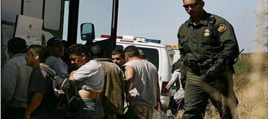 Últimos deportados mexicanos de Obama, un trago amargo y un futuro incierto