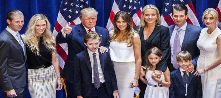 La familia Trump pasó la noche del viernes en la Casa Blanca, como el presidente había prometido...