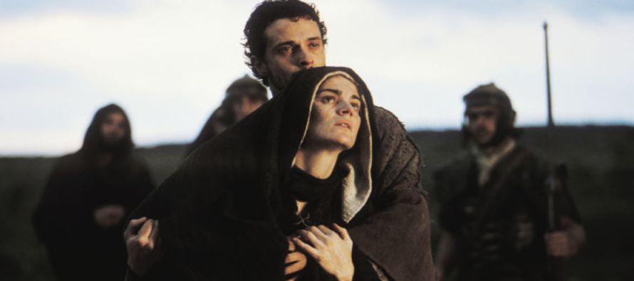 Simeón les bendijo y dijo a María, su madre: «Éste está puesto para caída y elevación de muchos en...