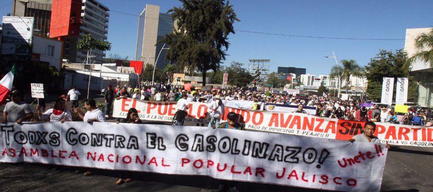 """""""Peña Nieto escucha tienes que renunciar, o de lo contrario te vamos a quemar"""", gritaba..."""