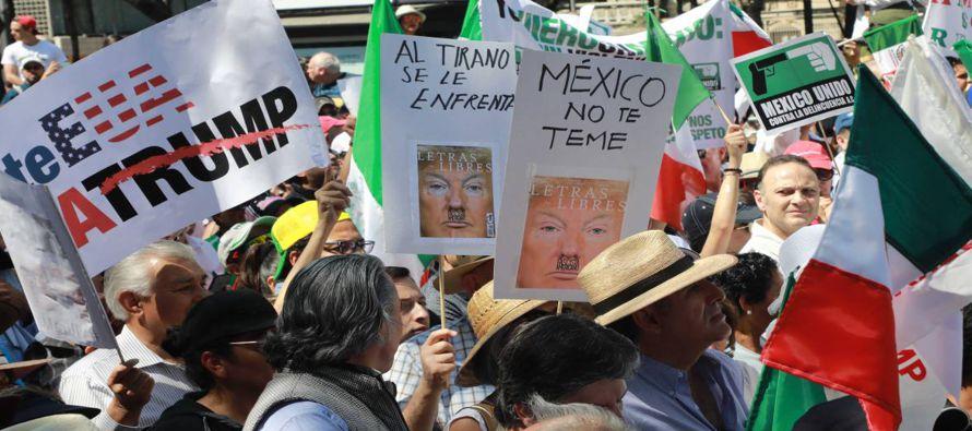 Miles de mexicanos salieron hoy a las calles de distintas ciudades del país para expresar su...