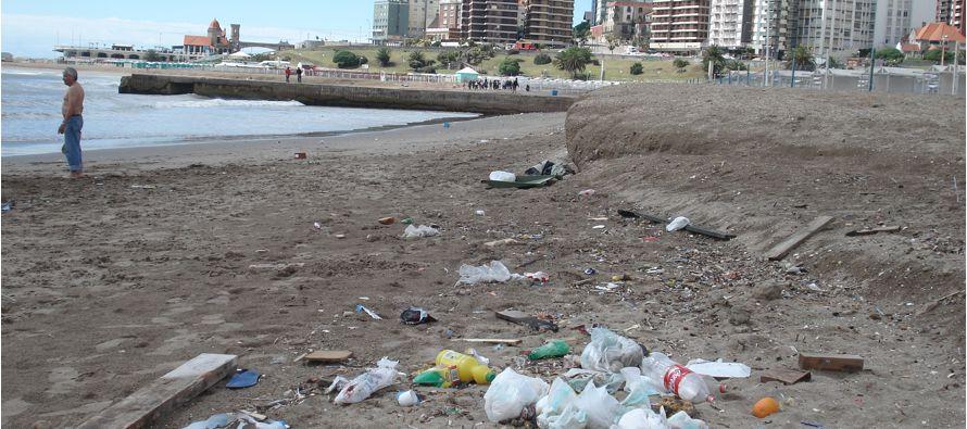 Brasil, la contaminación acaba con las playas paradisiacas