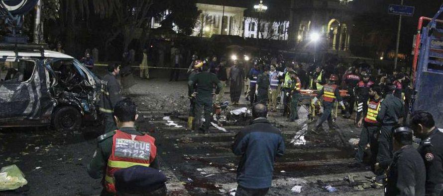 Otros ataques esta semana, incluyendo una bomba que mató a 13 personas en la ciudad oriental de...