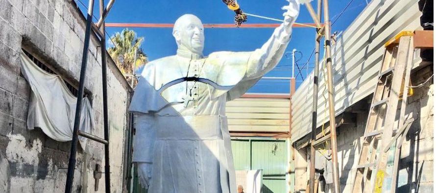Según el escultor, fue el presidente de la Cámara Nacional de Comercio (Canaco) de Ciudad Juárez,...