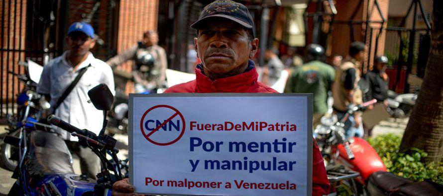 """CNN generó acusaciones de censura y aumentó las tensiones en medio de la crisis económica y política que vive Venezuela.En un comunicado, el Sindicato Nacional de Trabajadores de la Prensa calificó de """"ilegal y arbitraria"""" la sanción del gobierno contra C"""
