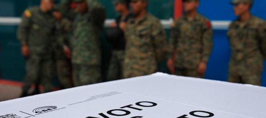 Los comicios generales del próximo 19 de febrero en Ecuador incluyen una papeleta extra: una...