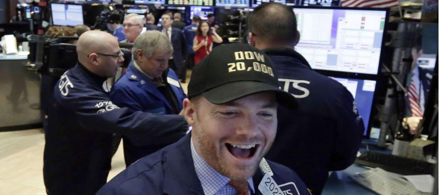 Wall Street sube inmune al miedo político de Trump