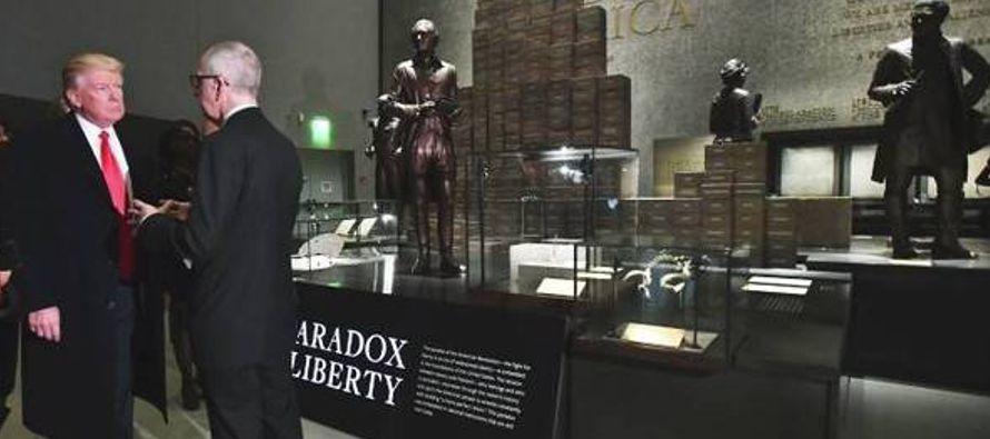Trump visitó por primera vez ese museo, situado junto al obelisco del Monumento a Washington en...