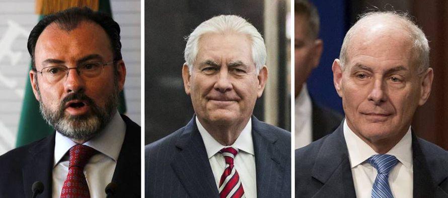 El secretario de Estado, Rex Tillerson, y el de Seguridad Nacional, John Kelly, están viajando al...