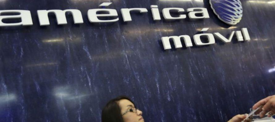 """""""América Móvil ha demostrado recientemente un fuerte compromiso con una reducción de deuda;..."""