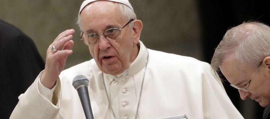 El papa defiende los puentes en un mundo en el que se elevan muros por miedo