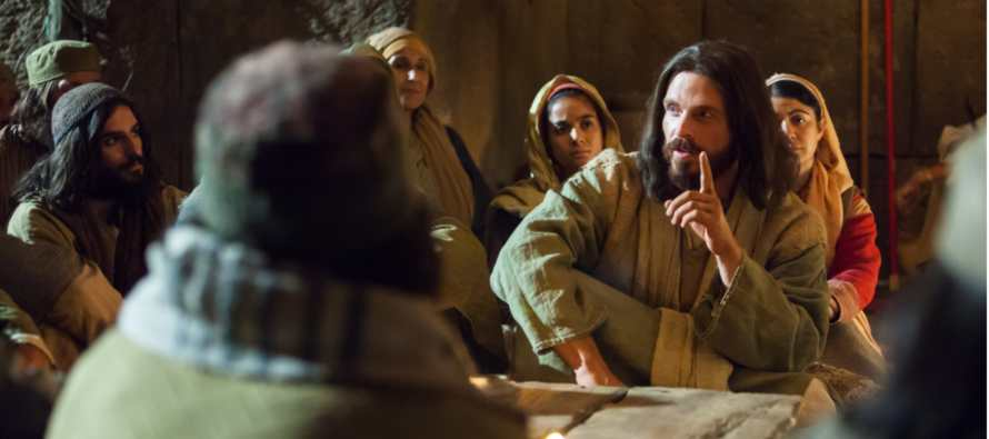 En aquel tiempo, Jesús dijo a sus discípulos: «Nadie puede servir a dos señores; porque aborrecerá...