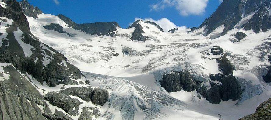 """""""En los últimos años, casi el cien por de los glaciares italianos monitorizados ha sufrido..."""