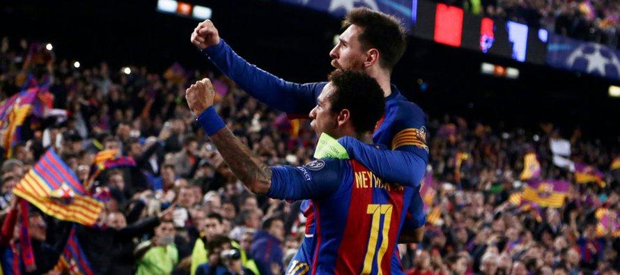 Messi estaba al borde del área del Paris St. Germain, agarrándose las rodillas, como si estuviera...