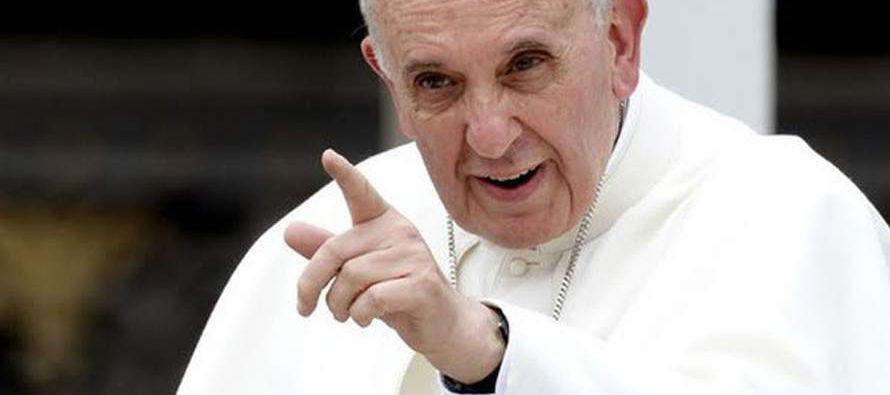 En su audiencia semanal ante decenas de personas en la Plaza de San Pedro del Vaticano, el...