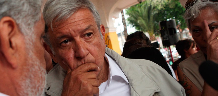El desencuentro entre López Obrador y Antonio Tizapa, padre de uno de los 43 estudiantes de la...