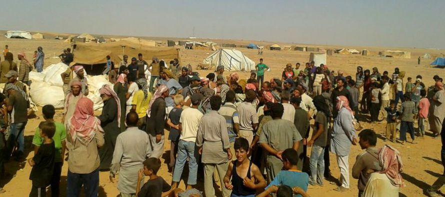 Ante la imposibilidad de acceso al campo de desplazados sirios de Rukban, en la linde entre Siria y...