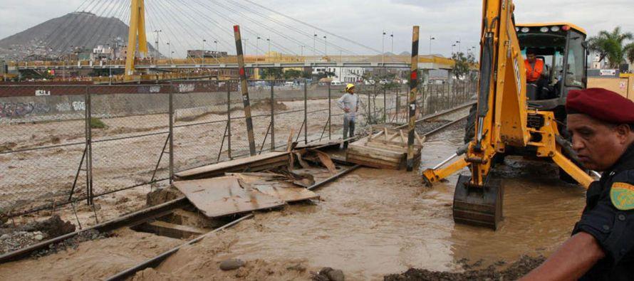 El Indeci indicó que las inundaciones han dejado en la norteña Piura 6 personas muertas, 10...