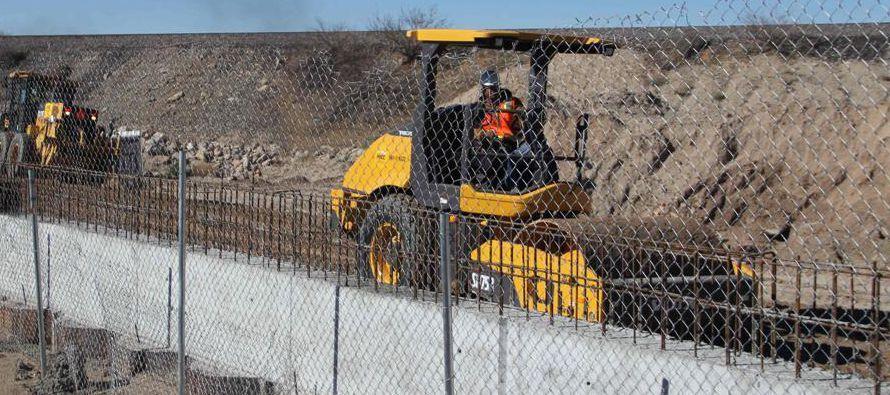 La cementera mexicana Cemex ve en la posible construcción del muro fronterizo un factor de...