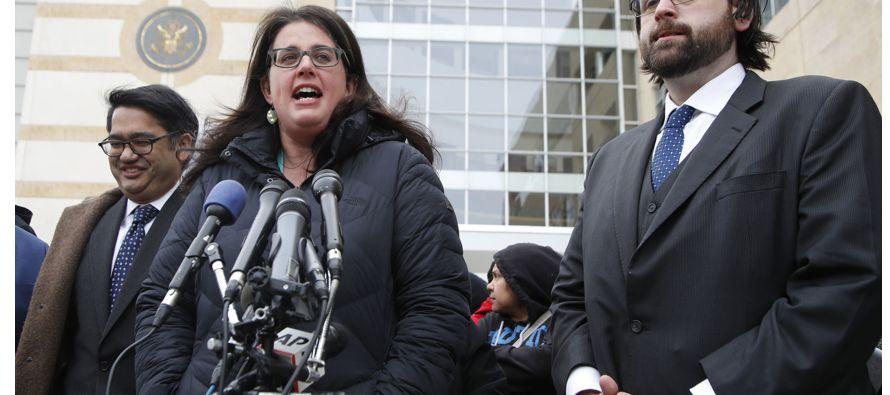 Un juez federal de Maryland bloqueó hoy temporalmente el nuevo veto migratorio del presidente,...