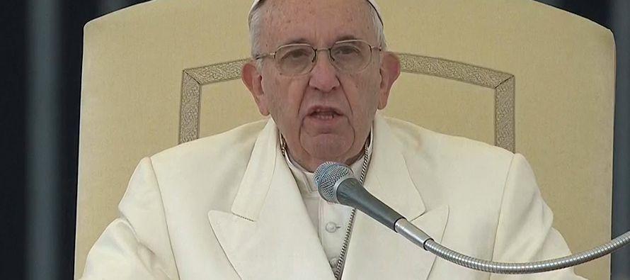 El papa Francisco aconsejó a los confesores que eviten la dureza ante quienes tienen que confesar...