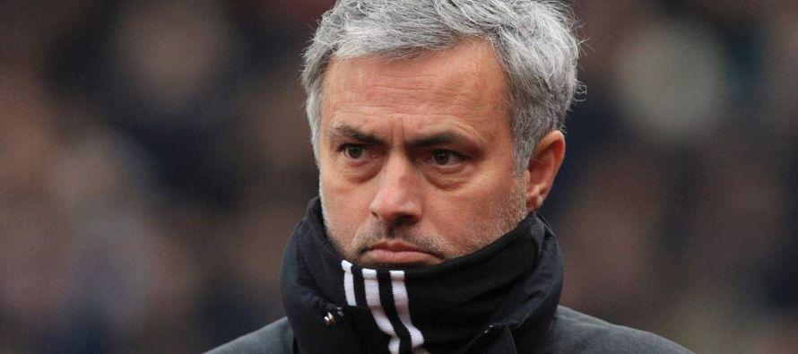 El conjunto de Mourinho marcha sexto en la liga Premier, a seis puntos del cuarto Liverpool, el...