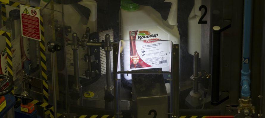 Roundup y otros productos similares se usan en sembradíos de todo el mundo, desde cultivos...