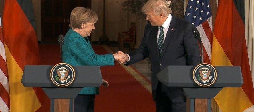 """""""Espero que podamos reabrir las conversaciones sobre TTIP"""", afirmó Merkel en una rueda de..."""
