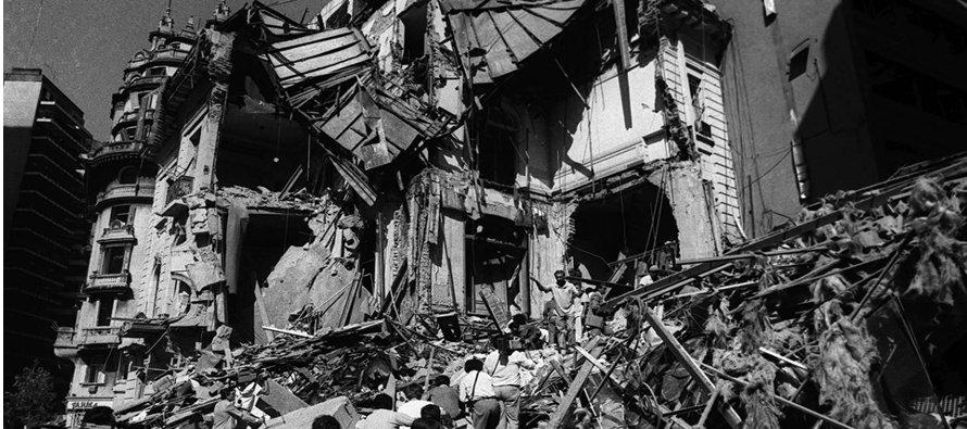 Dos años después del atentado contra la embajada se produjo otro ataque contra un centro...