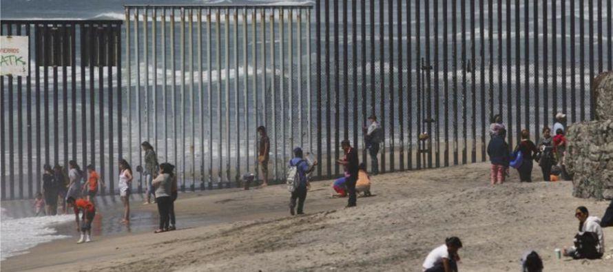 El costo estimado del muro fronterizo ha ido creciendo progresivamente desde los alrededor de 8,000...