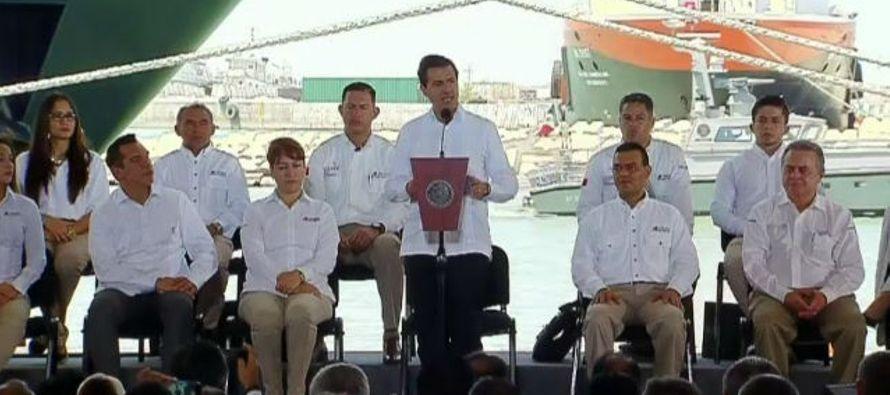 """Peña Nieto aseguró que la empresa estatal Petróleos Mexicanos (Pemex) """"es capaz de..."""