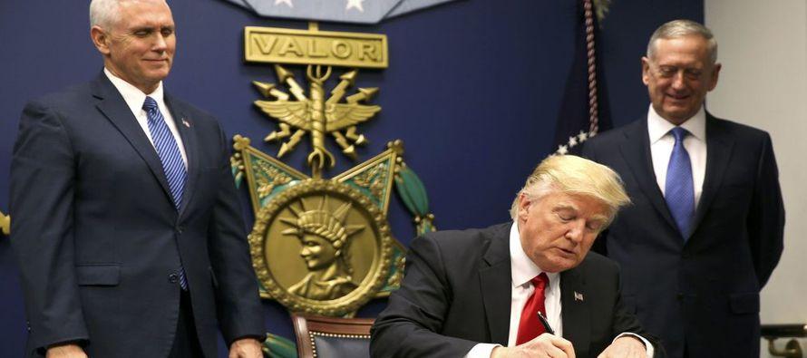 Donald Trump quiere que sus militares y espías se asemejen más a él. Fiel a su temperamento...