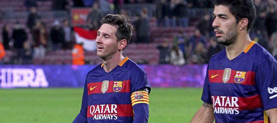 Activo y vertical, Suárez fabricó también el segundo al rebañarle un balón bombeado a Mangala,...