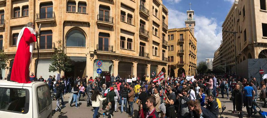 En días pasados, sindicatos y movimientos sociales han organizado varias manifestaciones, en las...