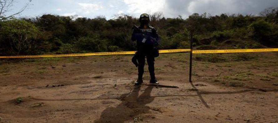 Se localizaron 47 cráneos en ocho fosas clandestinas en el municipio de Alvarado, en el estado de...