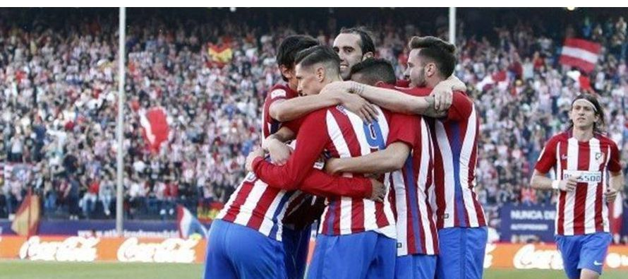 Luis Suárez encarriló el triunfo del Barcelona el domingo, 4-2 sobre el visitante Valencia, y...
