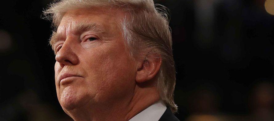 El presidente de EU, Donald Trump, negó hoy que su campaña se aliara con Rusia para interferir en...