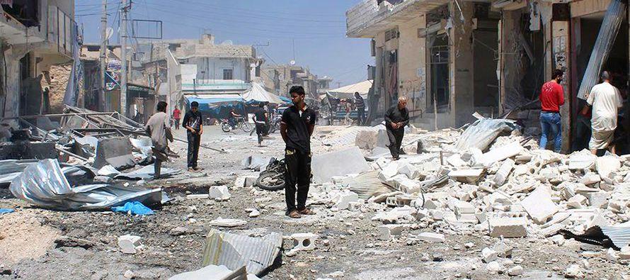 El Observatorio detalló que al menos 27 civiles, entre ellos cuatro niños y ocho mujeres, murieron...