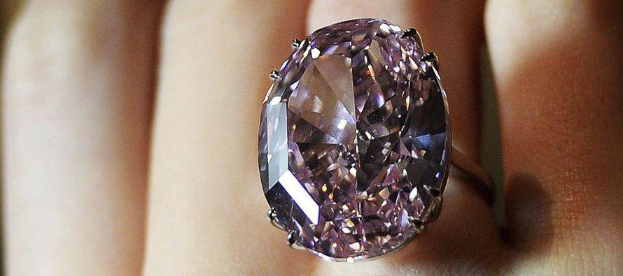 """Un diamante de 59,60 quilates conocido como """"La Estrella Rosa"""" volverá a subastarse el..."""