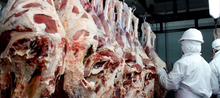 Más temprano, Corea del Sur anunció que reforzará las inspecciones a sus importaciones de carne de...