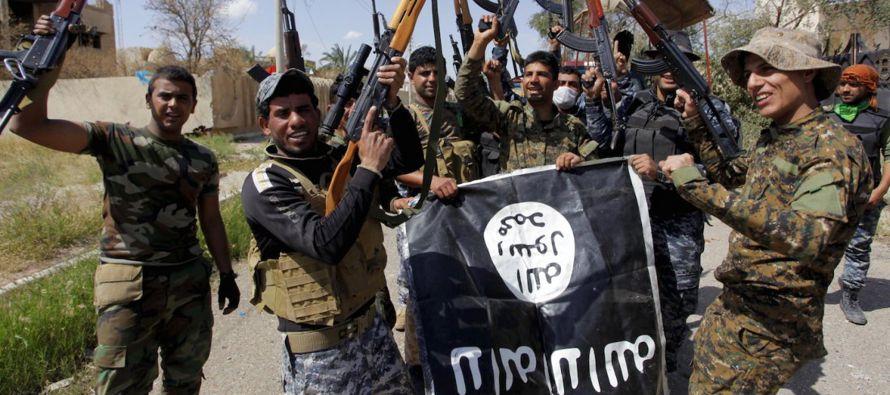 El grupo terrorista Estado Islámico (EI) ofreció a sus combatientes una recompensa de 20 dinares de...
