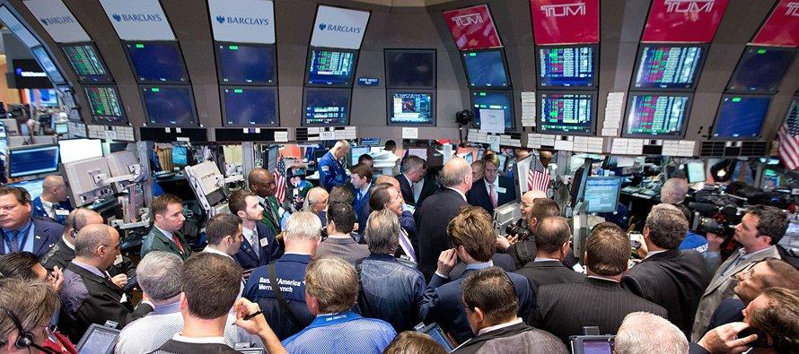 El selectivo S&P 500 también estuvo con dudas, aunque casi toda la jornada en números rojos, y...