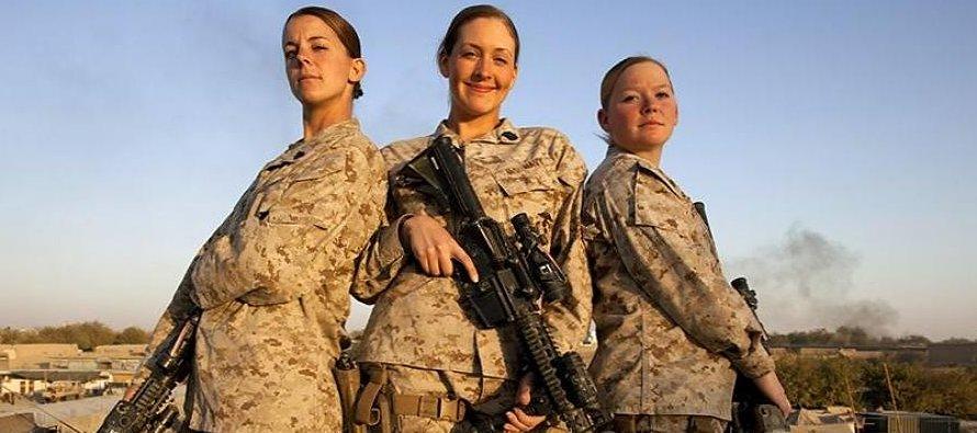 Mujeres Marines que están prestando servicio o lo hicieron en el pasado han denunciado que fotos de...