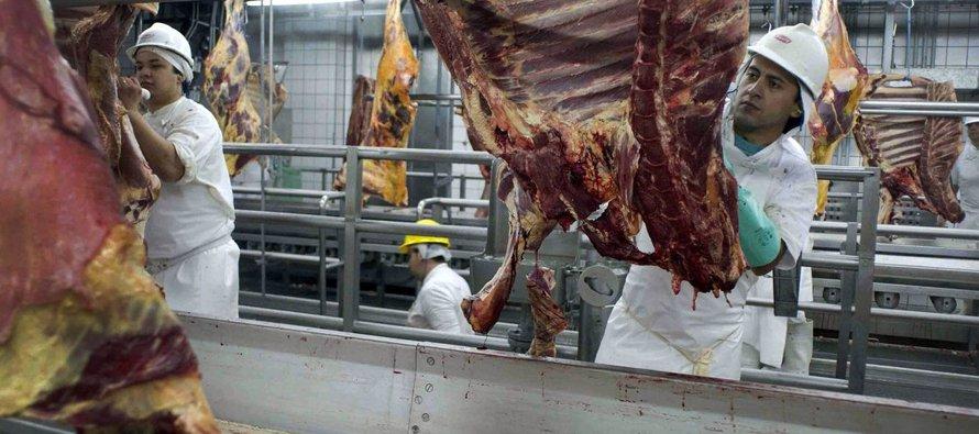 El titular de Agricultura explicó que las 21 plantas de producción de carne no están autorizadas a...