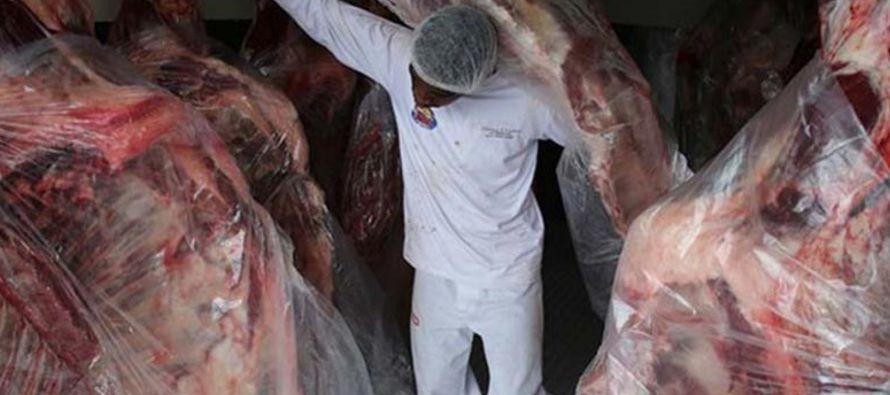 La cifra, ínfima en comparación con los 60 millones de dólares de exportaciones diarias de carne de...