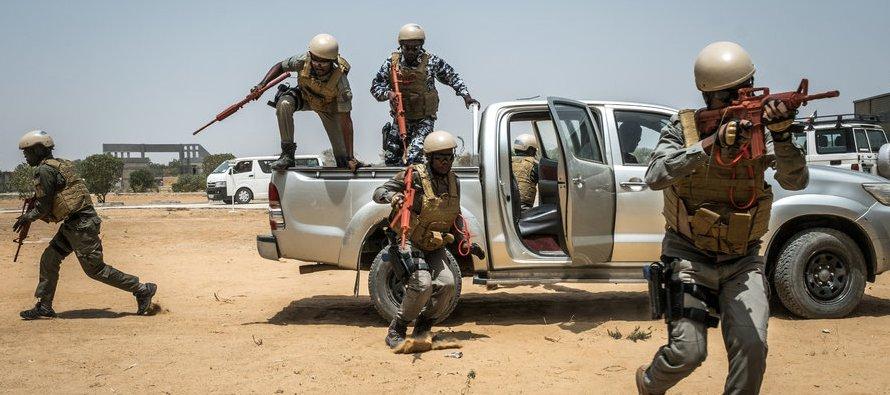 El general Thomas D. Waldhauser, encargado del Comando Africano del Departamento de Defensa, expuso...