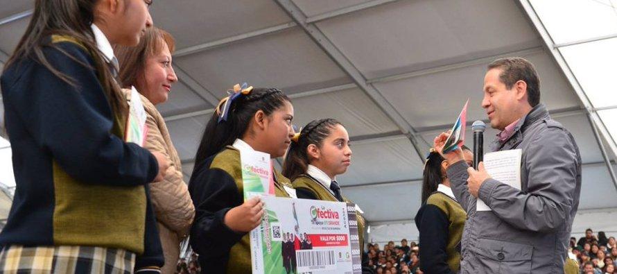 Eruviel Ávila, en la mira de la oposición en el Edomex por el reparto de apoyos