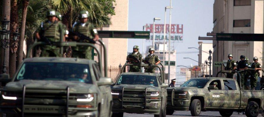 Para la FBI y la Sedena cerca de 71 por ciento de las armas aseguradas en México vienen de EU. La...