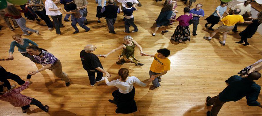¿Aprender a bailar salsa o tango podría proteger nuestros cerebros contra el envejecimiento? Un...