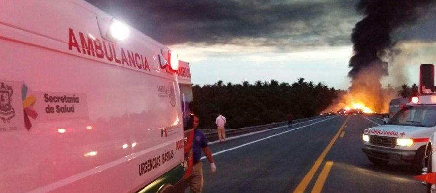 Los paramédicos, bomberos y rescatistas trasladaron a una veintena de lesionados a diversos...